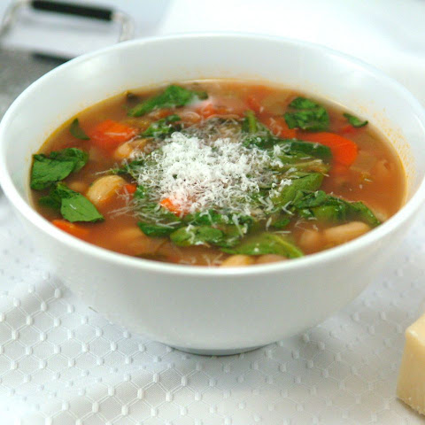 Hearty Minestrone Soup & Your Christmas Shopping Survival Guide!