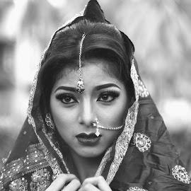Krisna Sari by Panji Tisna - Black & White Portraits & People ( potrait, black and white, woman, people, portrait )