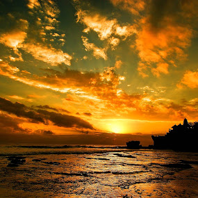 Sunset @ Tanah Lot by Sigit Setiawan - Landscapes Sunsets & Sunrises ( bali, tample, rocky beach, sunset, indonesia, beach, landscape )