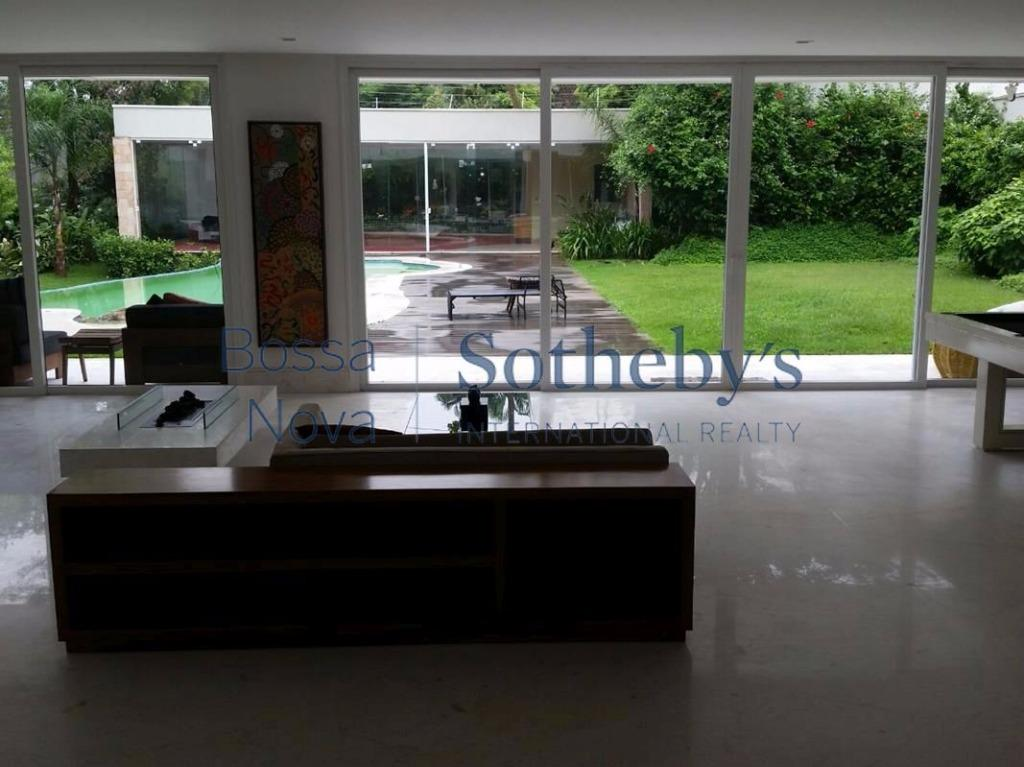 Magnífica residência em condomínio TOP do ABV. Exclusividade e Segurança para a família.