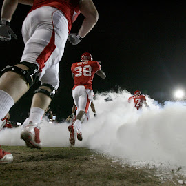 by Thomas Shea - Sports & Fitness American and Canadian football ( football, uh, college, twmf, run, smoke )