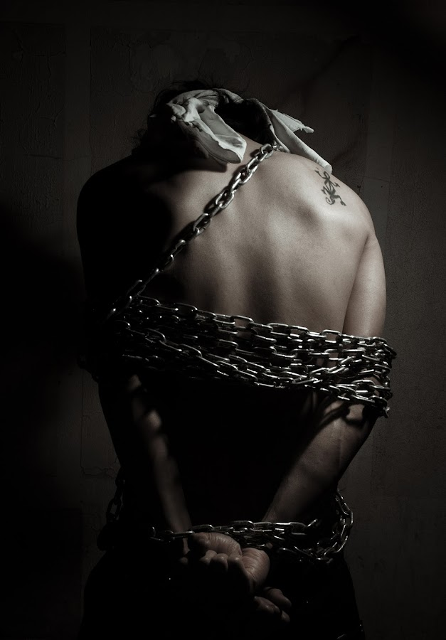 escape for freedom by Salden Toy Eltagonde - People Body Art/Tattoos ( freedom, chain, prisoners, lizard tattoos, people )