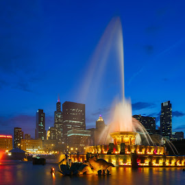 Buckingham Fountain by Vinod Kalathil - City,  Street & Park  Fountains ( lights, blue hour, fountain, long exposure, chicago )