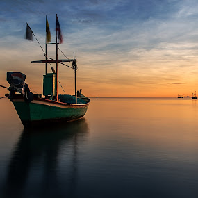 Still by Arthit Somsakul - Landscapes Sunsets & Sunrises ( water, tone, red, set, rise, sea, bluje, boat, sun )