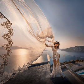 Wind of beauty by DMYTRO SOBOKAR - Wedding Bride ( weddingphotography, greece, veil, beauty, weddingphotographer, sobokar.com, weddingdress, wedding, sunset, pentaxk1, sobokar, bride, weddingphoto, santorini )