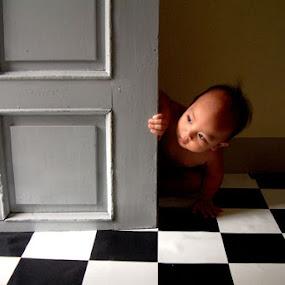 Peak-a-boo by Edwin   S. Loyola - Babies & Children Children Candids