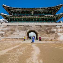 Gerbang Sungnyemun (Gerbang Namdaemun) by Charles Saswinanto - Buildings & Architecture Public & Historical