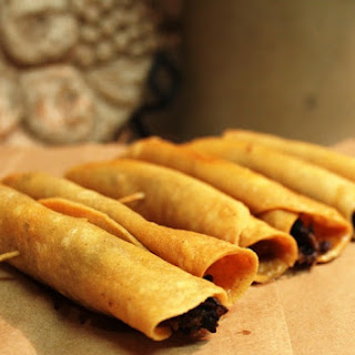 How to Make Mexican Beef Crispy Taquitos (Flautas) / Co?mo Hacer Taquitos Dorados Mexicanos (Flautas)