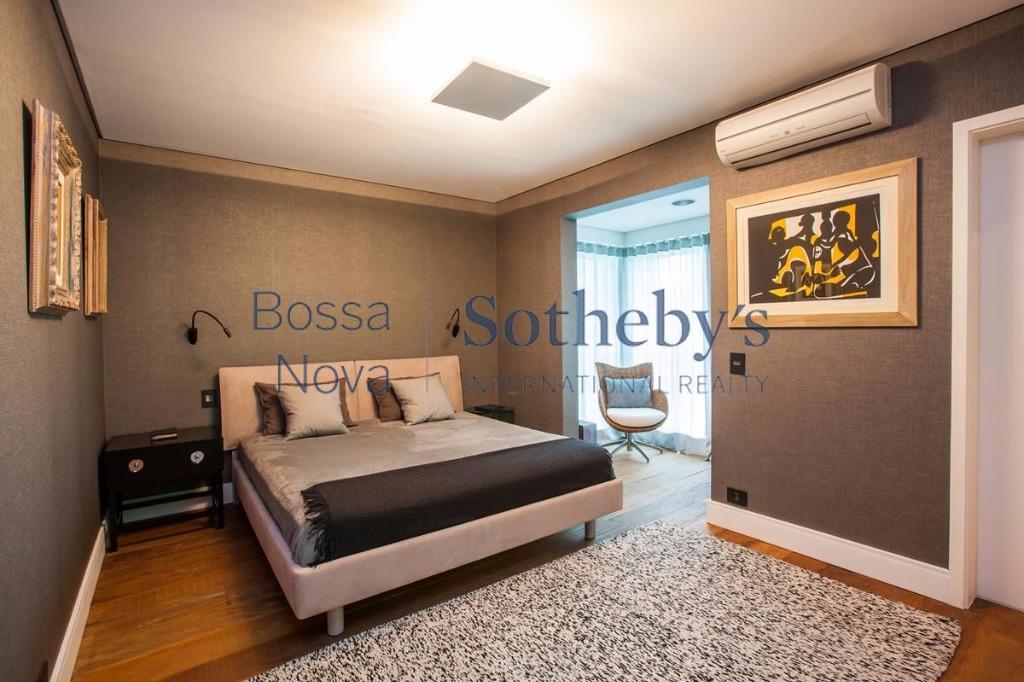 Prédio procurado, apartamento recém reformado moderno. Entrar e morar.
