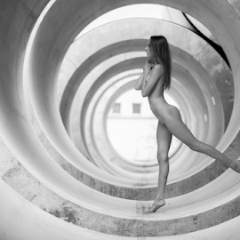 in the tube by Reto Heiz - Nudes & Boudoir Artistic Nude ( nude, black and white, elegant, nudeart, tubes, female nude )