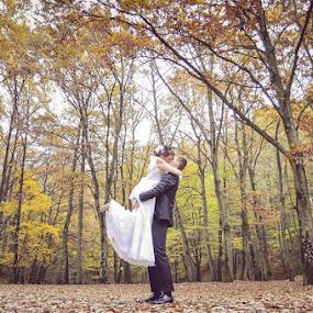 by Vlada Jovic - Wedding Bride & Groom