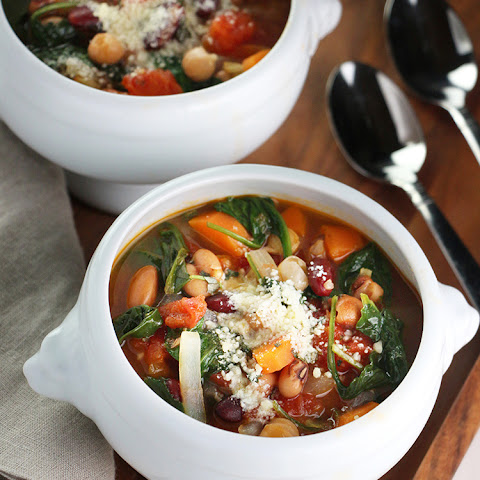 20 Minute Bean, Tomato and Spinach Soup