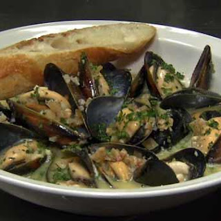 Mussels with Shallots, Garlic, Fennel and Vermouth