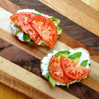 Avocado Toast with Cottage Cheese and Tomatoes