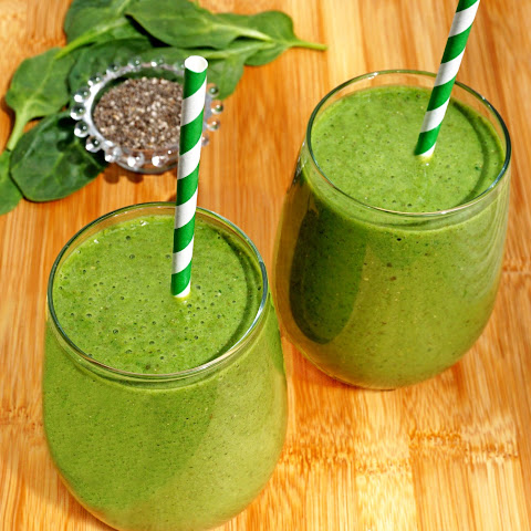 Spinach Banana Chia Seed Smoothies