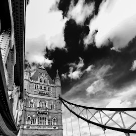 London bridge details by Roberto Gonzalo Romero - Buildings & Architecture Bridges & Suspended Structures ( details, london, black and white, puente, bridge )