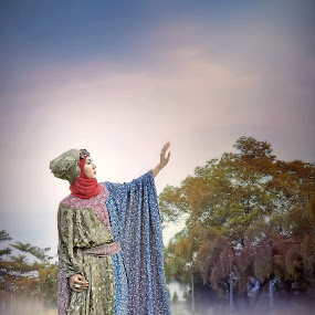 The Queen Lady by Ai Khouw - People Fine Art ( woman art hijab model classic gamis cloud )