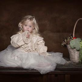 Liva by Carola Kayen-mouthaan - Babies & Children Child Portraits ( child, girl, food, fine art, portrait )