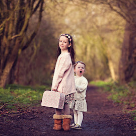 Olivia & Emily by Claire Conybeare - Chinchilla Photography - Babies & Children Child Portraits