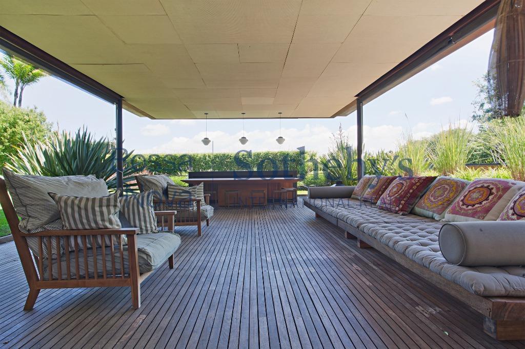 Casa projetada pelo renomado arquiteto Gui Mattos