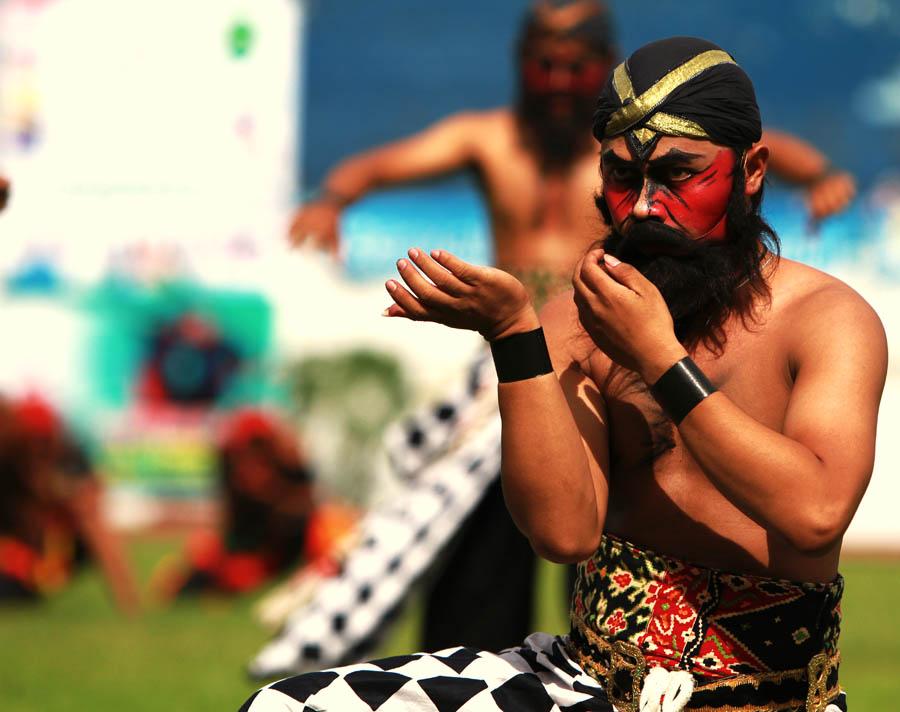 dancing reog ponorogo by Elexi Bernabas - People Street & Candids