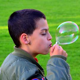Blowing Bubbles by Rob Clarke - Babies & Children Children Candids ( KidsOfSummer )
