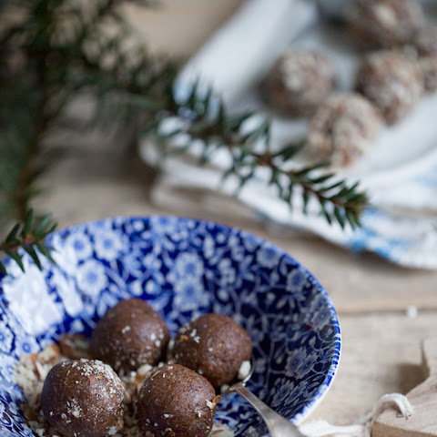 Gingerbread Spiced Almond & Apricot Energy Balls