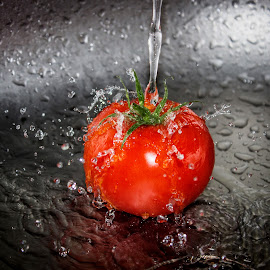 Splish splash by Suzana Trifkovic - Food & Drink Fruits & Vegetables ( water, red, splash, tomato, drops, ripe, wet, vegetable )