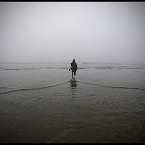 The Lonely ... by Sudipta Jana - Artistic Objects Other Objects ( life, white, sea, lonely, black,  )