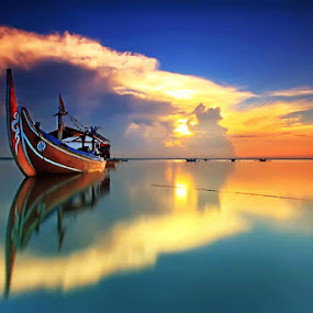 The Circle Cloud by Agoes Antara - Transportation Boats