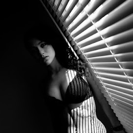 Muse by Muse Québec - Nudes & Boudoir Boudoir ( boudoir photography, nude, black and white, boudoir, women )
