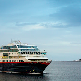 Hurtigruten by Annette Nordlinder - Transportation Boats ( mountains, cruise ship, snow, hurtigruten, arctic,  )
