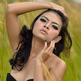 Straight to her by Agus Mulyawan - People Portraits of Women