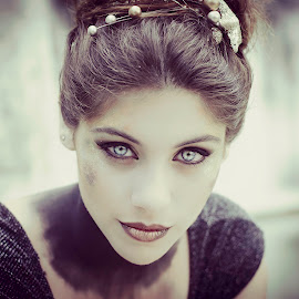 Ana by Fernanda Magalhaes - People Portraits of Women ( woman, blue eyes, retrato, beauty, close up, portrait )
