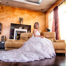 bride with a smile by Jovan Barajevac - Wedding Bride ( love, wedding, living room, magic moments, house, smile, bride, room )