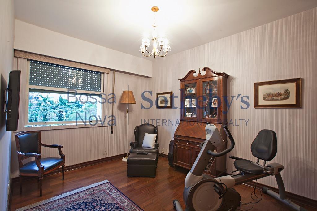 Apartamento em excelente localização, impecável.