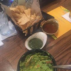 Tables side guacamole with GF nachos