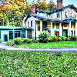 Glen Iris Inn 10-18-17 by Cal Brown - Buildings & Architecture Public & Historical ( letchworth, building, state park, architecture, public, historic )