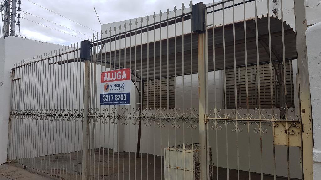 Casa com 2 dormitórios para alugar, 105 m² por R$ 1.050/mês  Rua Padre Jacinto Fagundes, 255 - São Benedito - Uberaba/MG