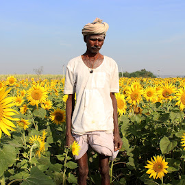 Life is beautiful if you can appreciate and be thankful of what you have. by Jasmine Nongrum - People Street & Candids ( nature, farmer, field flower, farmland, sunflower, candid, people, flower, portrait,  )