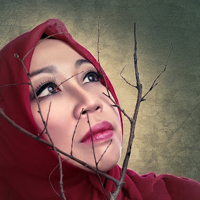 Lady in Red by Nanto 사파이어 - People Fine Art ( red, woman, lady,  )
