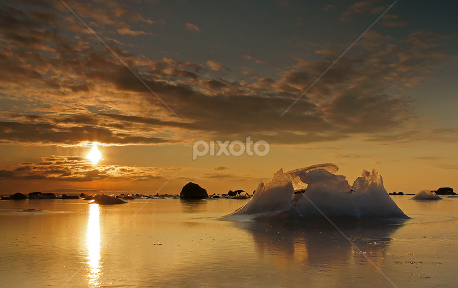 Sunset at winter by Peter Samuelsson - Landscapes Waterscapes