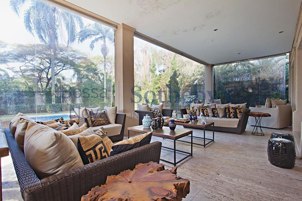 Suntuosa residência próxima ao Parque Alfredo Volpi.