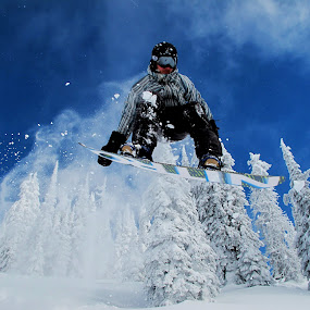 Shakin tail by Michael Nania - Sports & Fitness Snow Sports