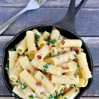 One Pot Cheesy Kale Pasta