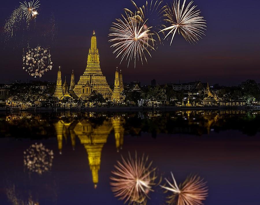 Fireworks@Wat Arun  by Senthil Damodaran - Travel Locations Landmarks ( landmark, famous landmarks, tourist, location, sunset, wat arun, fireworks, travel, photography, night, lights )