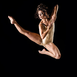 dance by Gerrit de Graaff - People Portraits of Women ( dancer, nikon, photooftheday, dancing, beautiful, beauty, brunette, dance, photography, jump )