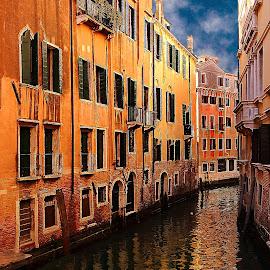 Venise - Un canal by Gérard CHATENET - City,  Street & Park  Street Scenes