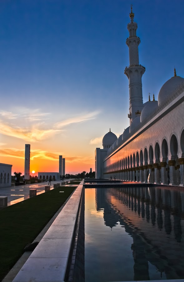 sheik zayed mosque at sunset by Ferveez Mohideen - Buildings & Architecture Other Exteriors ( islamic, mosque, sunset, uae, abu dhabi, architecture, sheik zayed mosque )