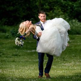 Just married by Plamen Stanchev - Wedding Bride & Groom ( love, uk, london, joy, staines, wedding, photographer, happiness, weddingphotographer )